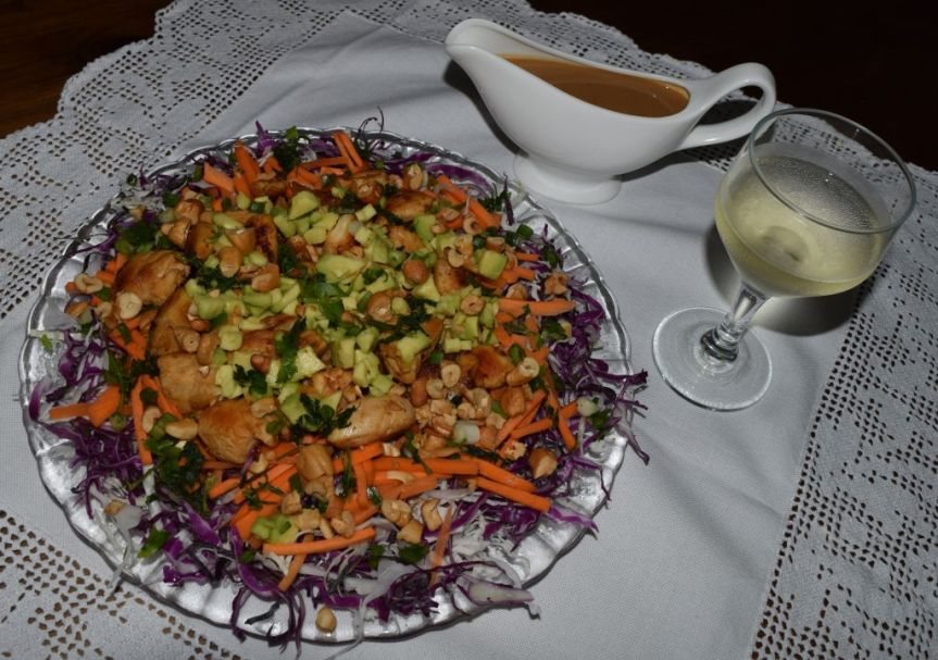 """Salada de frango tailandesa """"arco-íris"""""""